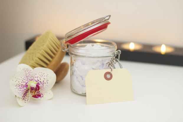 bath blur brush candles